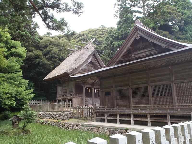 玉若酢命神社 茅葺き屋根
