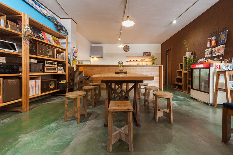 京見屋分店キッチカウンターカフェスペース